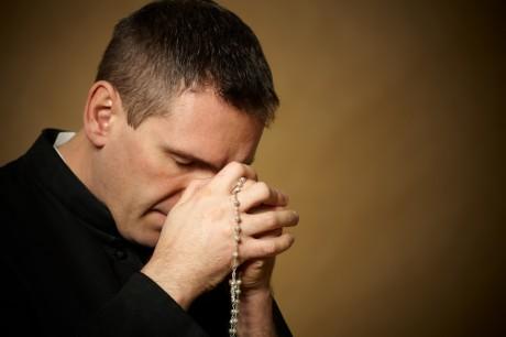 Католический священнослужитель