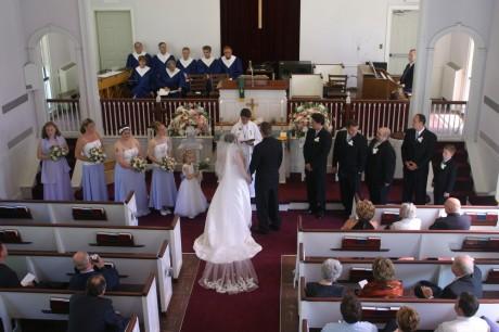 На католическом венчании присутствуют гораздо больше свидетелей