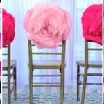 На интересно украшенных стульях!