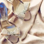 Стразы и драгоценные камни - прекрасное решение для серо-голубой свадьбы