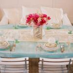 Для такого свадебного торжества идеально подойдут голубые скатерти