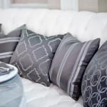 Диваны на свадебном банкете украшай стильными подушками