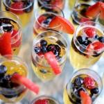 Побольше шампанского и фруктов!