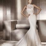 Воротник создает образ изящной строгой невесты