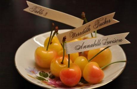 В летнюю пору будут наиболее уместны фруктовые бонбоньерки