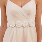 Нежное украшение свадебного платья