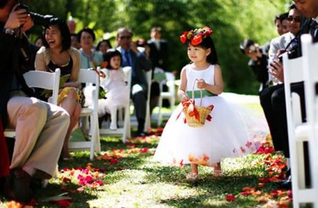 Малышка с цветами