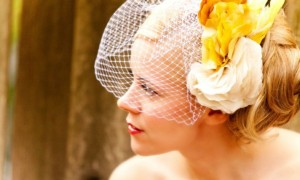 romantic-wedding-hair-accessories-birdcage-veil-yellow-feathers__full