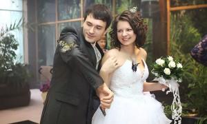 Бабочки могут спокойно сидеть на женихе и невесте