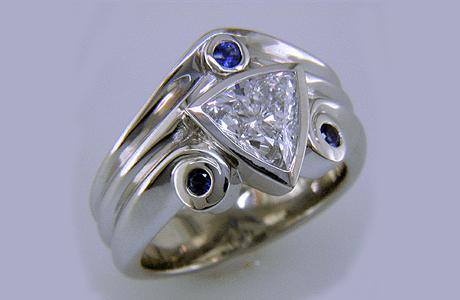 Обручальное кольцо с огранкой