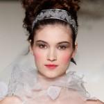 Прическа невесты для кукольного свадебного образа