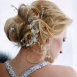 В 2012 году драгоценности вплетают в волосы