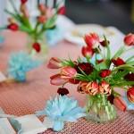 Самые весенние цветы в прозрачных вазах