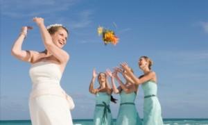 Чемпионат по метанию свадебных букетов