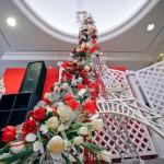 Эйфелева башня из свадебных букетов