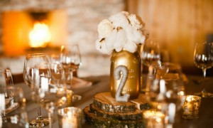 stunning-wedding-reception-tablescapes-gold-ivory__full-carousel