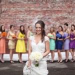 Наряди подружек в разноцветные платья