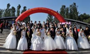Массовая свадьба - красиво!