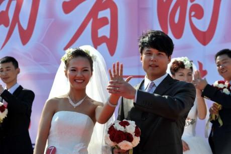 В центральном Парке Пекина - церемония бракосочетания