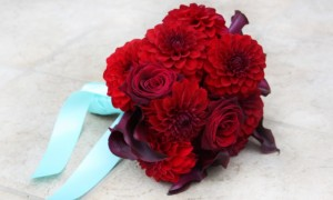 monochromatic-bridal-bouquets-wedding-flowers-red__full-carousel