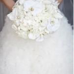 Белое платье и белые цветы