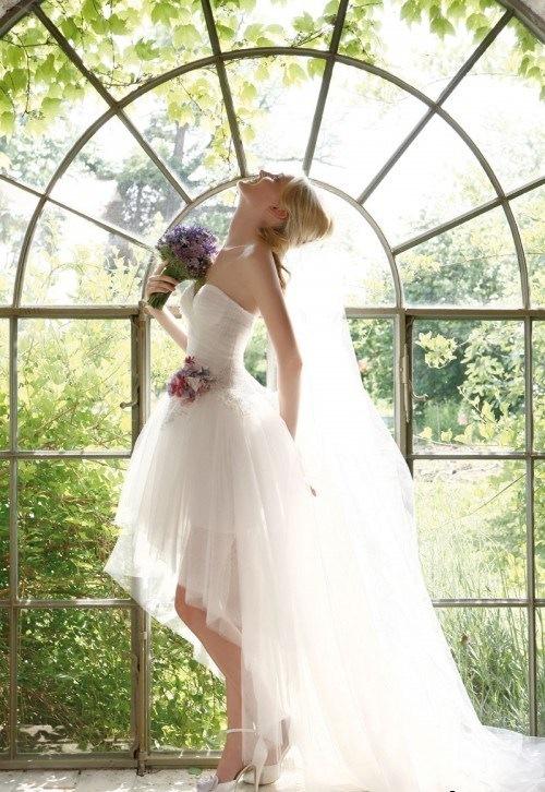 Блондинки в красивых платьях со спины