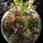 На свадьбе все цветы внутри вазы