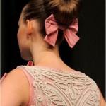 Чтобы волосы не мешали... а бантик невесте для праздничного настроения