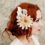 Цветы украсят прическу из любых волос
