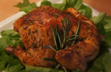 Цыпленок, запеченный с соусом песто