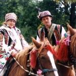 Пышно расшитый свадебных жилет гуцульского жениха свидетельствует о его достатке