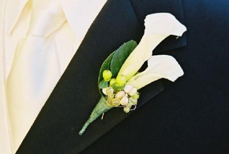 Бутоньерки жениха для свадьбы