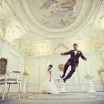 Вот и первых свадебный танец сразу в ЗАГСе