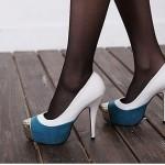 Бело-синие свадебные туфельки невесты