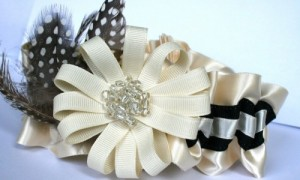 ivory-feathered-wedding-garter-500x333