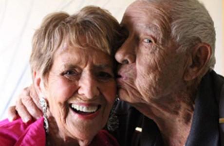 В США поженились самые старые молодожены