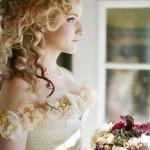 Легкая небрежность свадебной прически