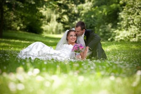 Весенняя свадьба в парке