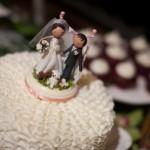 Куда же без традиционных фигурок жениха и невесты