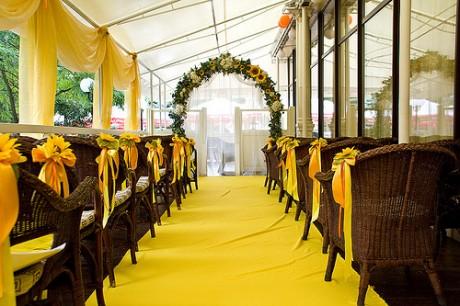 Украшение свадебного зала подсоннухами