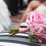 Роскошный букетик из розовых пионов и суккулентов