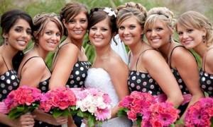 Для летней свадьбы отлично подойдут и платья в горох!