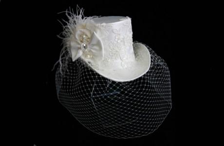 Свадебная шляпка-цилиндр с вуалью