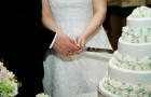 Как делить свадебный торт