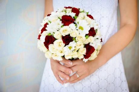 Свадебный букет невесты и ее фигура