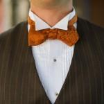 И яркий галстук-бабочка