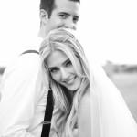 Классическая фата, простая прическа и светящиеся глаза - образ счастливой невесты