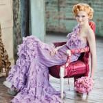 Сиреневое платье и розовый букет