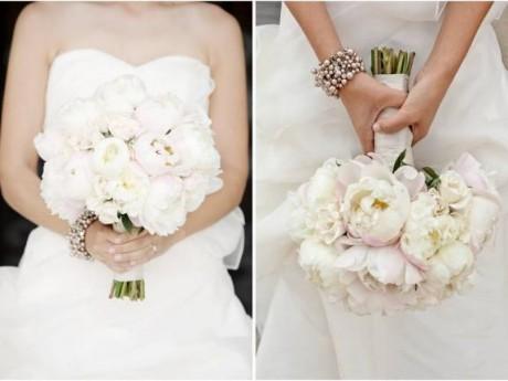 Как правильно держать свадебный букет