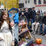 Нью-йоркские активисты не только побывали на акции протеста, но и там же поженились
